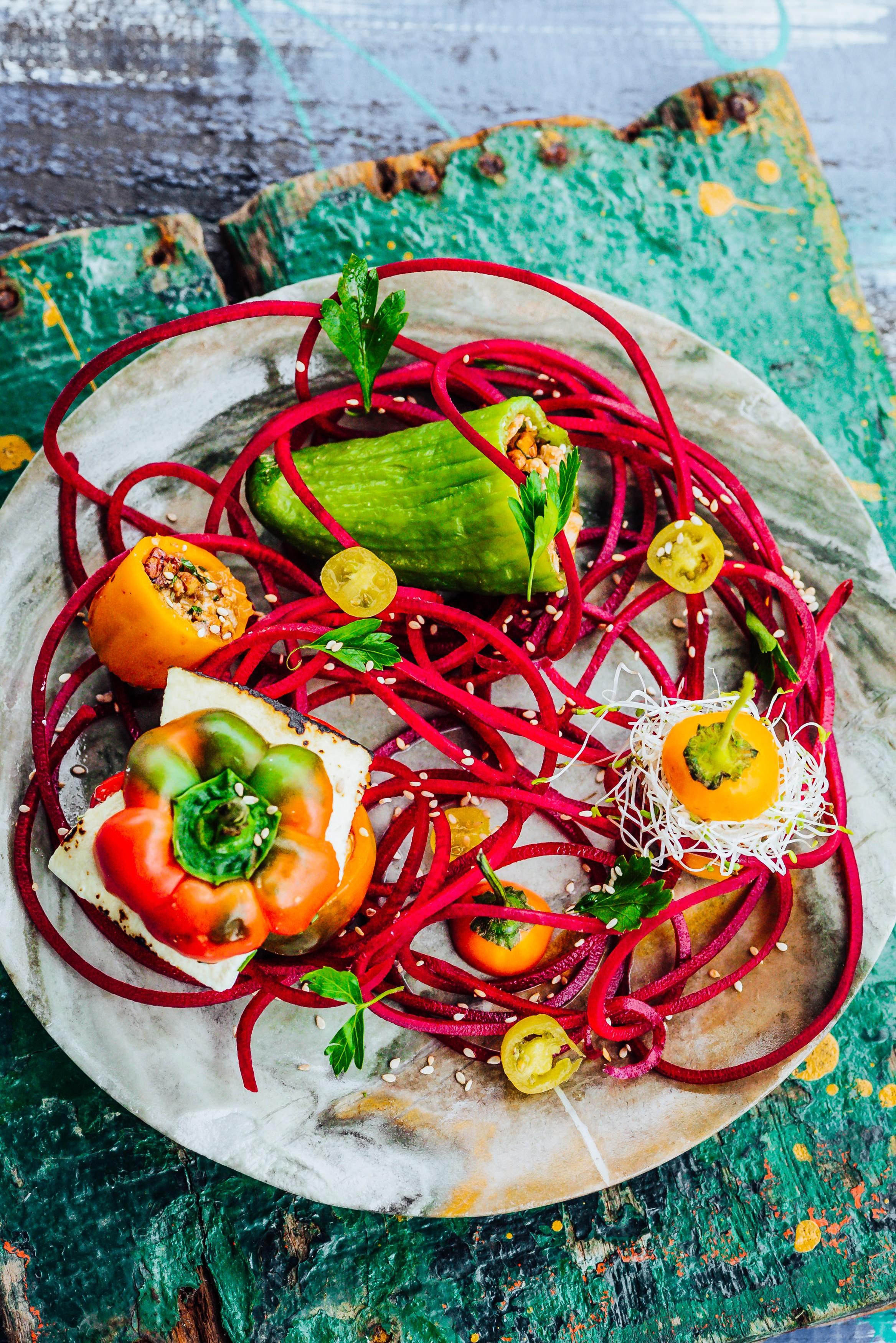 Fyldte peberfrugter med tun og pekannødder